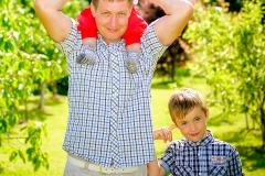 Tētis ar dēliem,