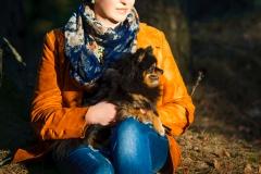 Meitene ar sunīti